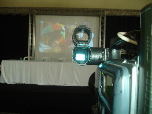 Vídeo da Teia 2008 sendo exibido aos delegados